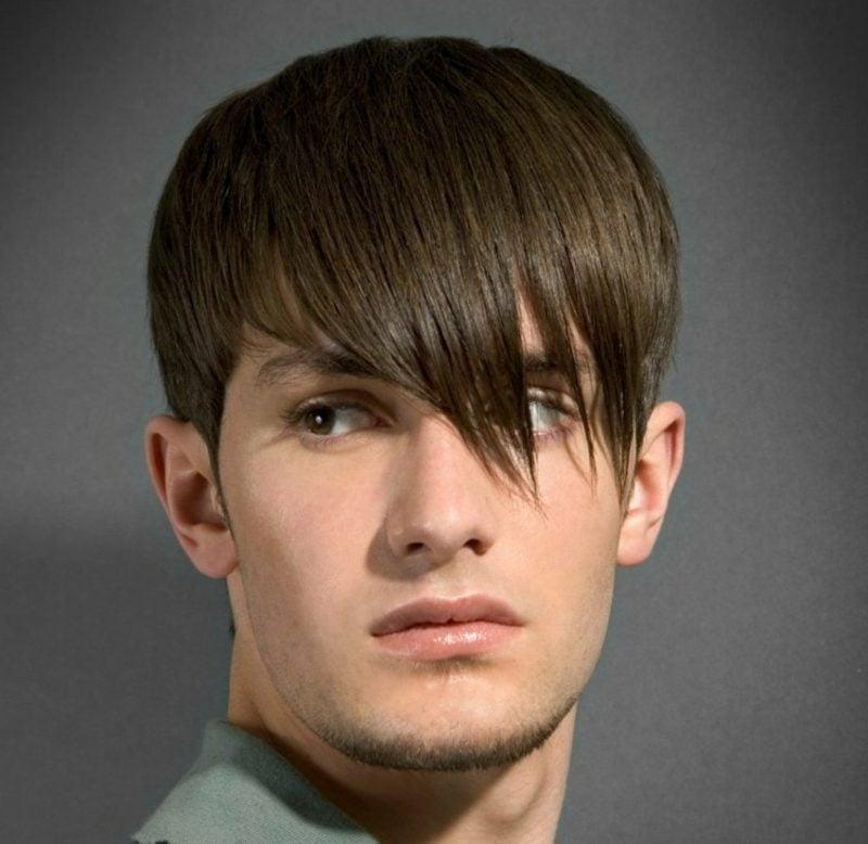 Trendfrisuren 2015 für Männer Haarschnitt mit langem Pony