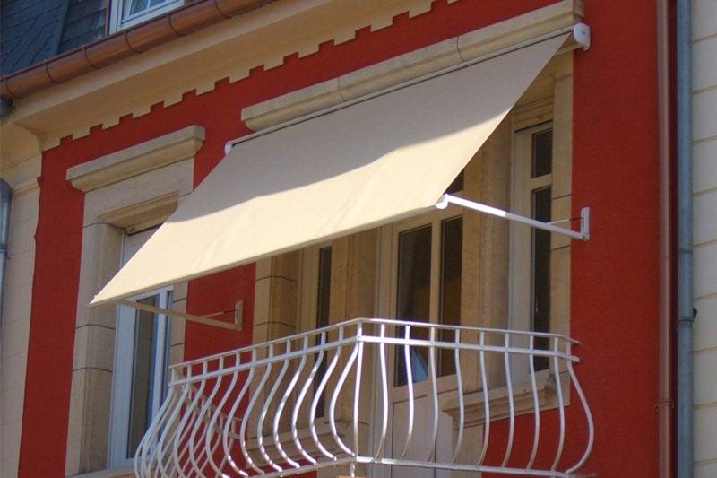 Balkonmarkisen als wetter und sichtschutz 45 ideen for Markise balkon mit tapeten farbe