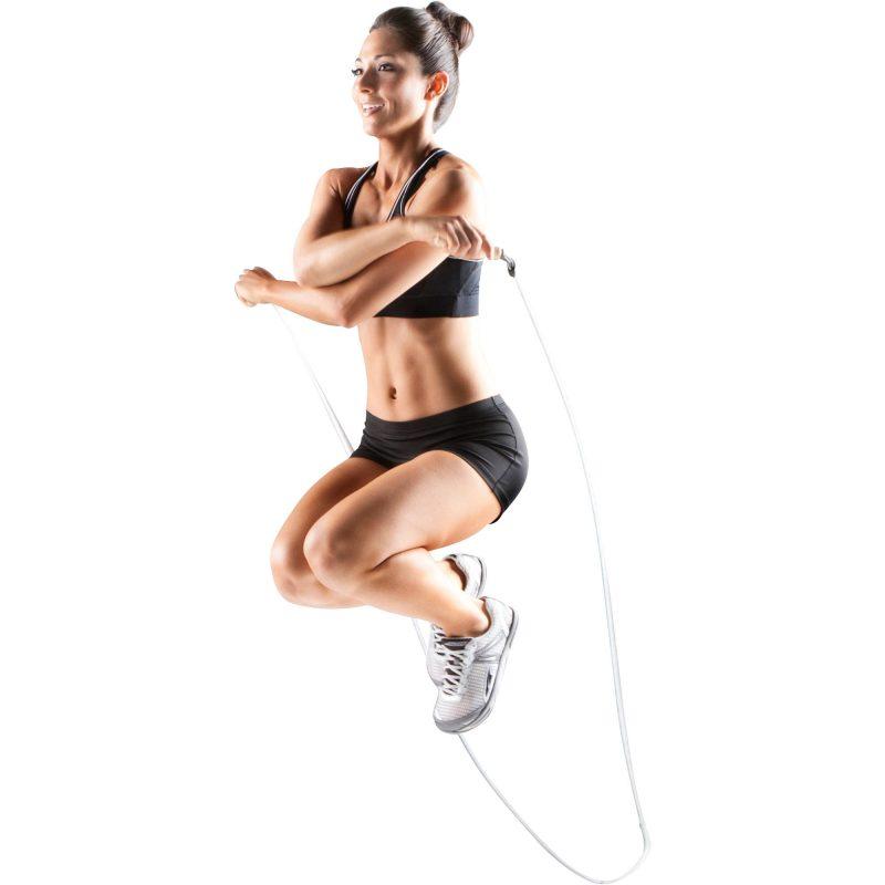 Wenn Sie Fortgeschrittene sind, versuchen Sie mit verschiedenen Übungen Kalorienverbrauch mit Seilspringen zu erreichen