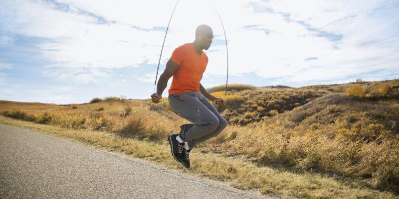 Kalorienverbrauch mit Seilspringen: Springen Sie 10 Zentimeter hoch