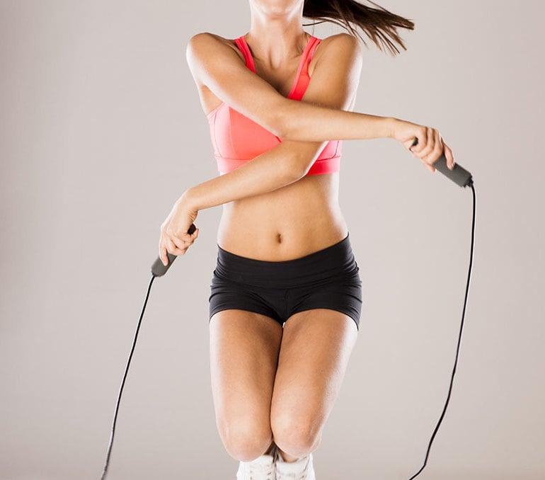 Kalorienverbrauch mit Seilspringen Übung