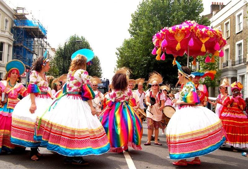 karneval gruppenkostüme fröhlich