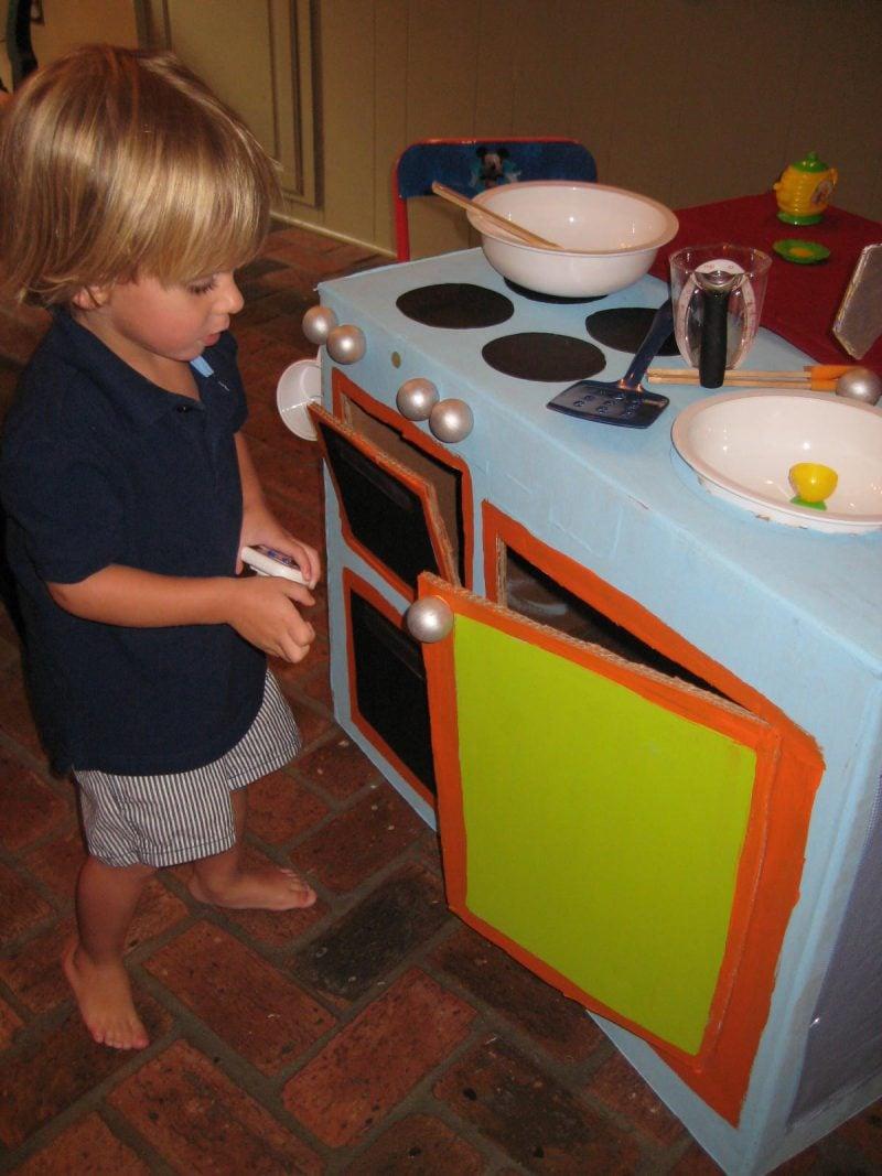 Kreative Ideen aus Karton: Kinderküche selber bauen Anleitung ...