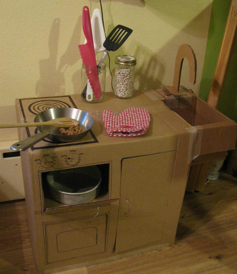 Kinderküche selber bauen: Die Spielzeuge sind real