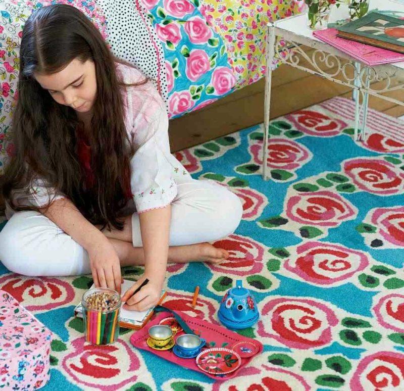 Kinderzimmerteppich für Mädchen sind mit Blumen
