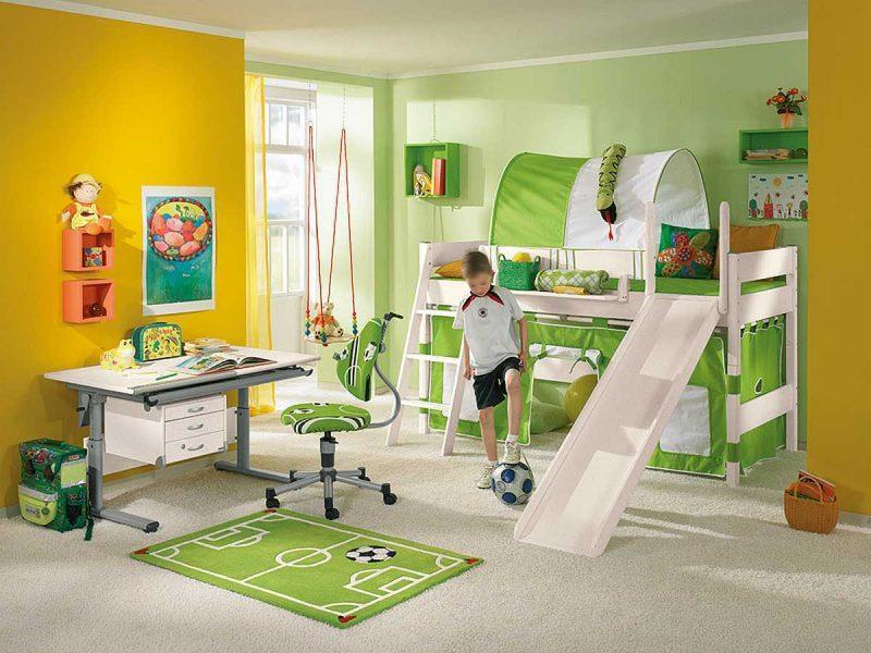 Kinderzimmerteppich in Fußball Thema
