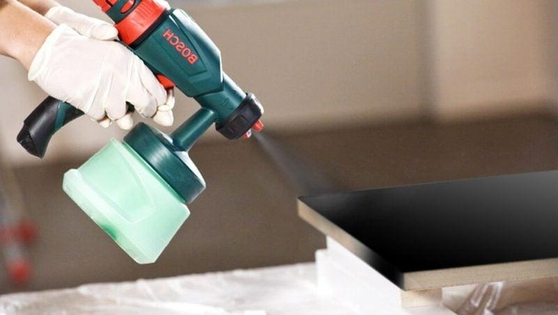 Waschtisch selber bauen letzte Feinarbeiten klar lackieren