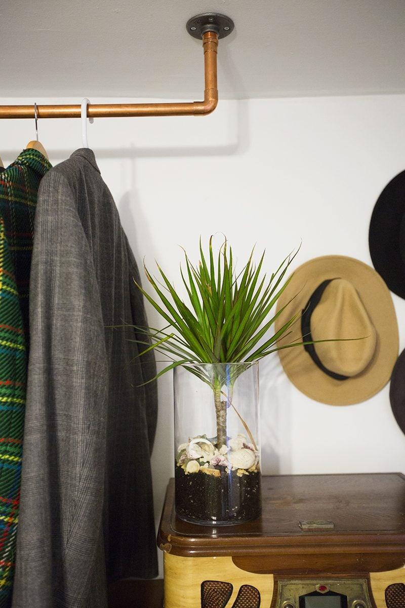 Platz sparen: kleiderstange für wand selber bauen   diy   zenideen