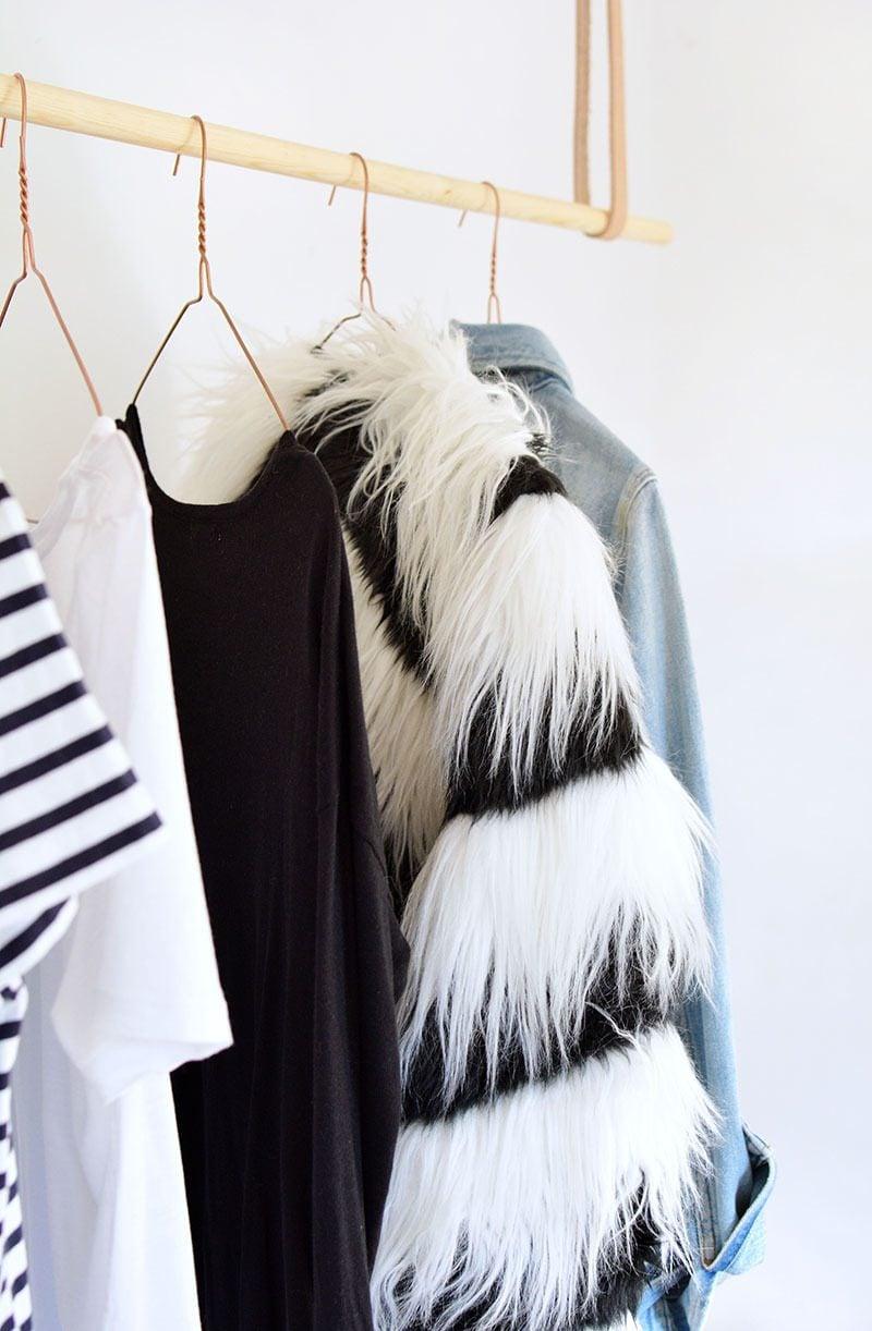 Kleiderstange für Wand aus Holz lassen Sie hängen