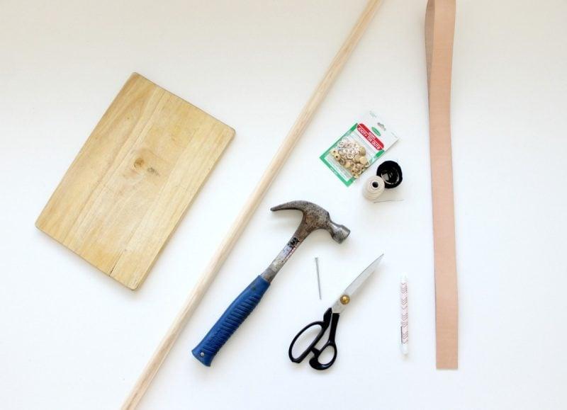 Kleiderstange für Wand aus Holz: Das brauchen Sie
