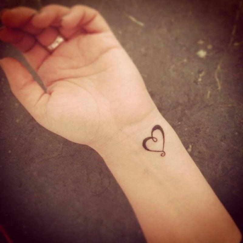 Herz Tattoo am Handgelenk