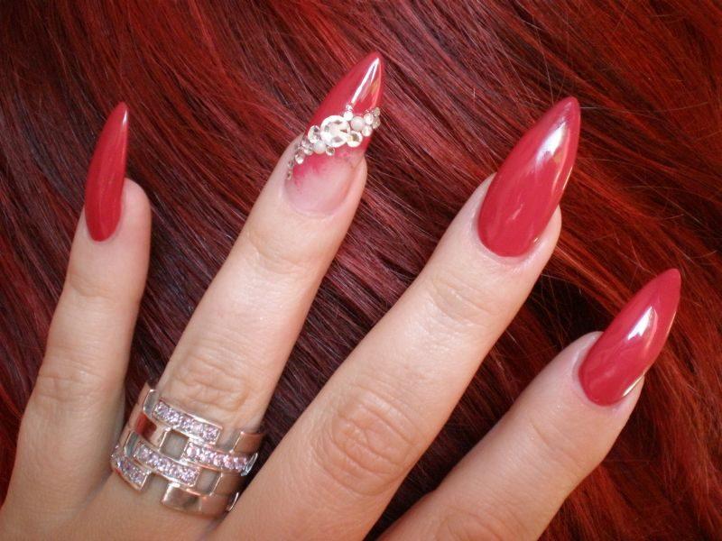 lange Gelnägel im Rot eleganter Look