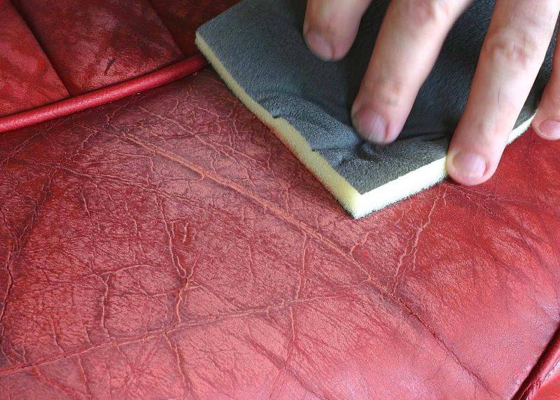Vorbereiten Sie das Leder bevor Sie das Leder färben