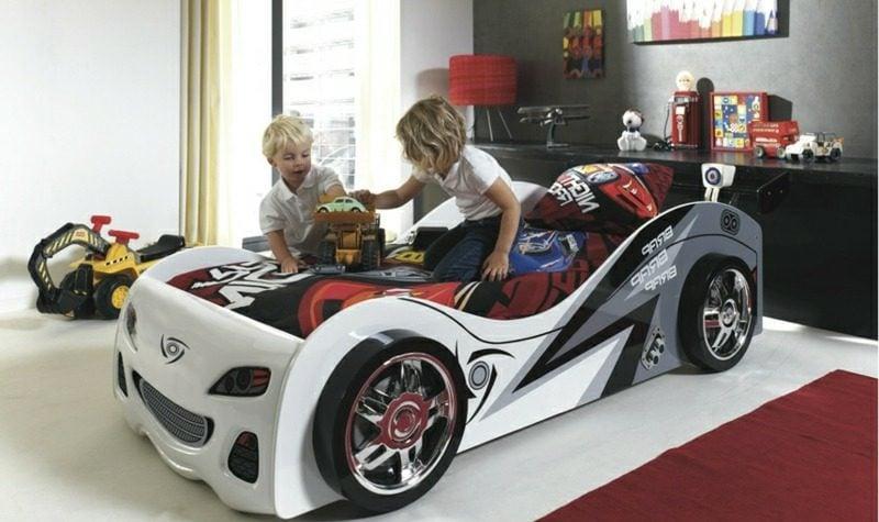 mitwachsendes Kinderbett originelles Design Auto Jungenzimmer