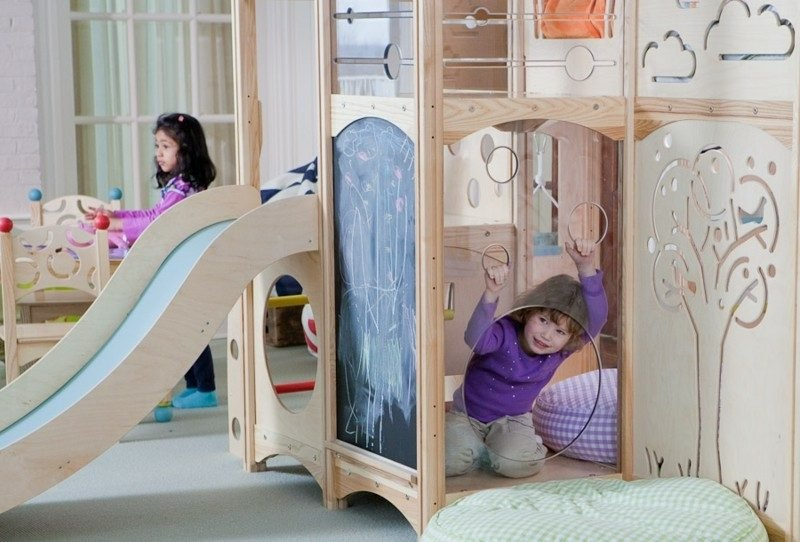 Kinderbett mitwachsend Tafelwand und Rutsche