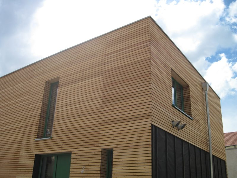 moderne Hausfassaden Verkleidung aus Holz