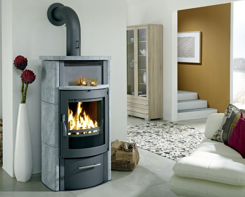Moderne Kaminöfen haben gemütliche und warme Ausstrahlung