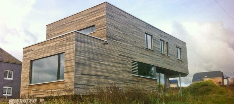 Hausfassade aus Holz modernes Design