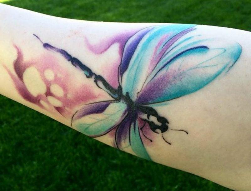 origineller Libelle Tattoo farbenfroh
