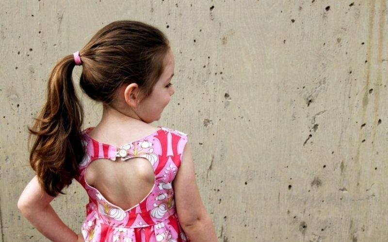originelles Kleid Mädchen Herz-Ausschnitt