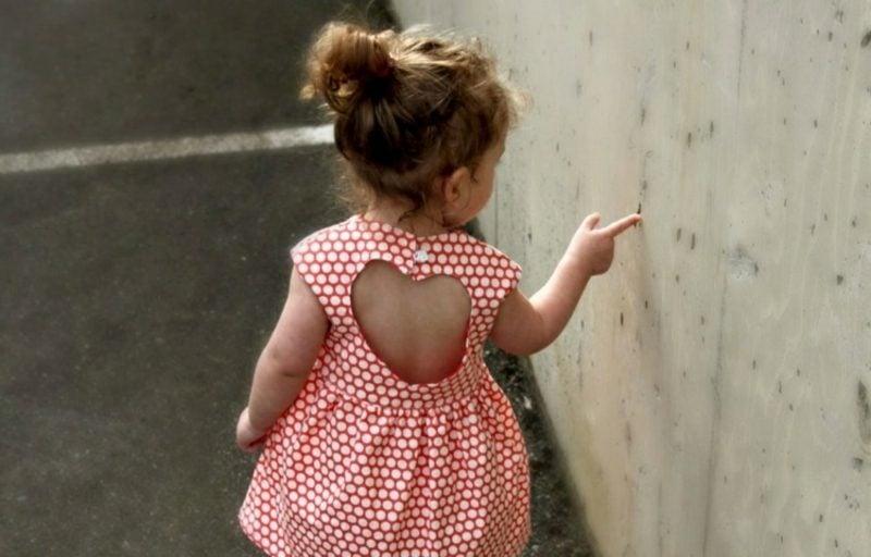 kurzes Sommerkleid Herz-Ausschnitt Kinderkleidung