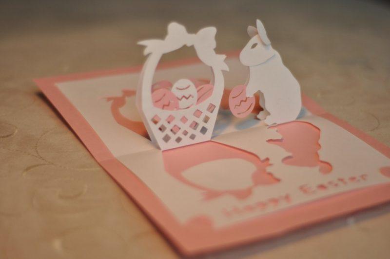osterkarten mit einer druckvorlage in form vom hasen schneiden