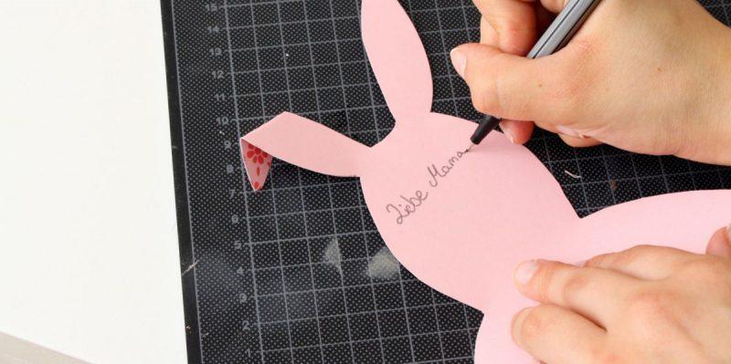 auf bunte ostetkarten liebe grüße und wünsche aufschreiben