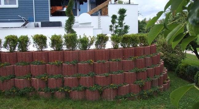 Pflanzsteine setzen interior design und m bel ideen for Gartengestaltung pflanzsteine