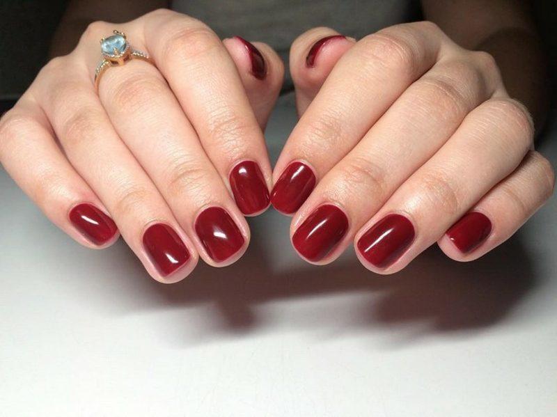 elegante Gelnägel im Rot