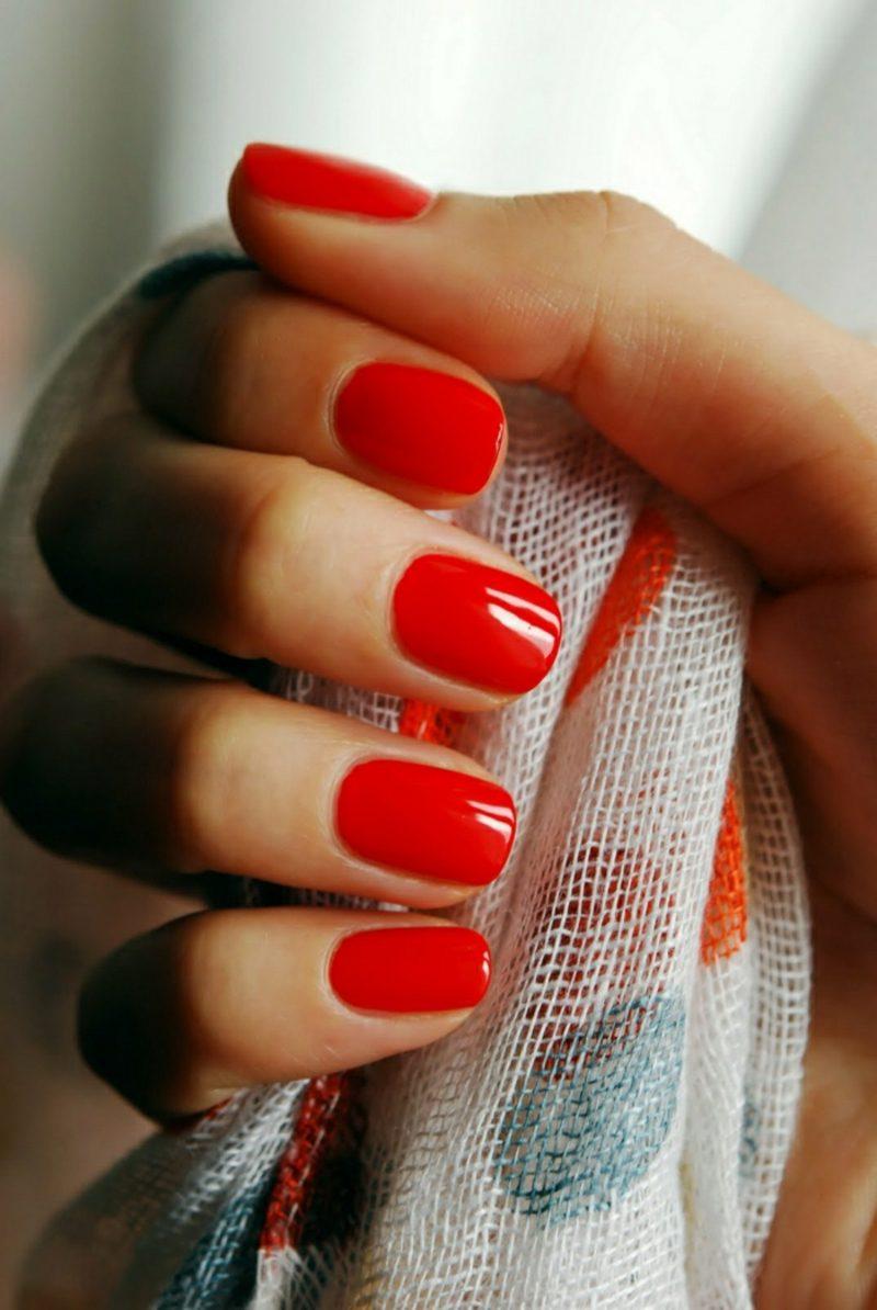 rote Gelnägel eleganter Look