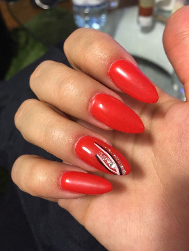 lange rote Gelnägel