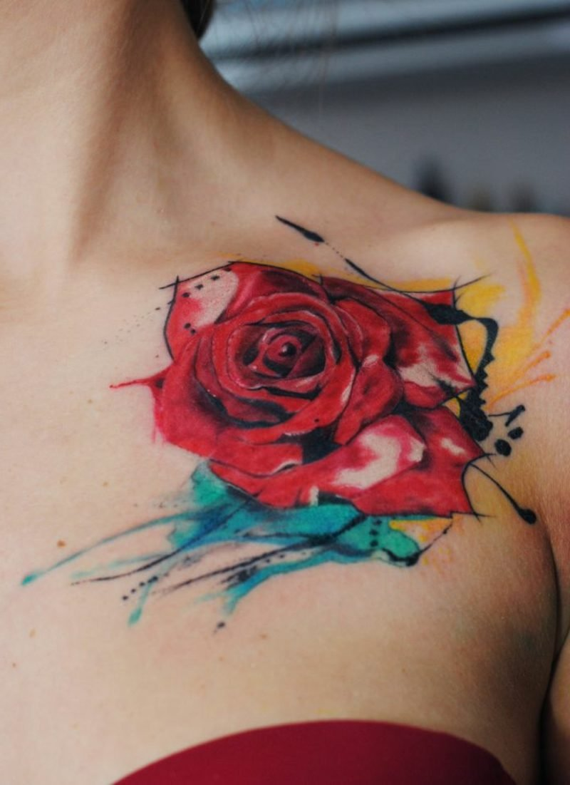 rote Rose Schulter Tattoos für Frauen