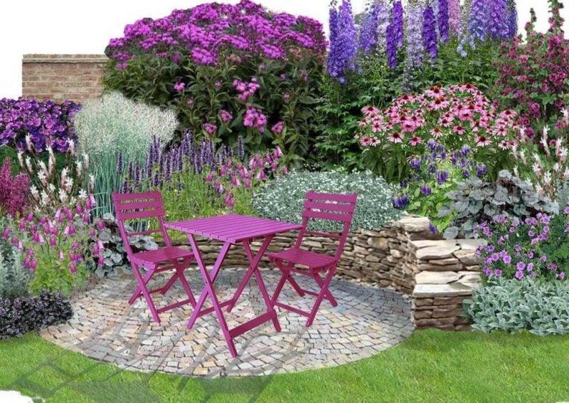 schone garten mit lila tisch in der mitte in kombination mit lila blumen und steinwand