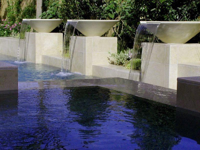 ausgefallene gartenbrunnen in schone garten installiert sieht stilvoll aus