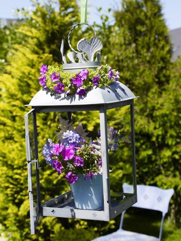 schone garten mit einzigartigen dekorelementen und üppiger bepflanzung