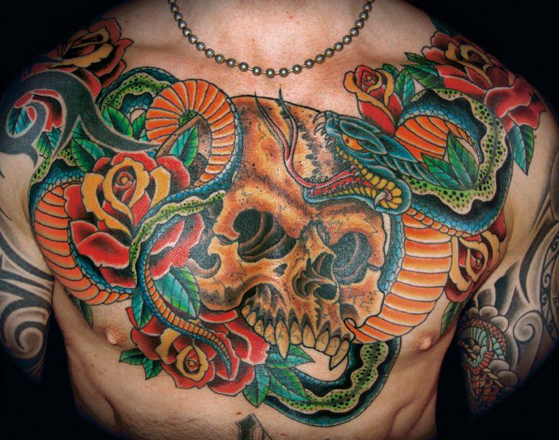 Schlangen Tattoo mit Totenkopf im japanischen Design