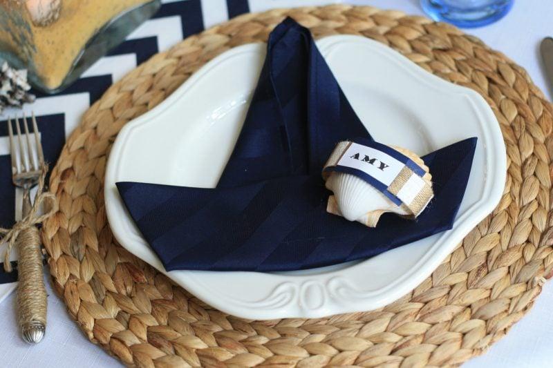 servietten falten anleitung segelschiff in sommer maritimen motiven