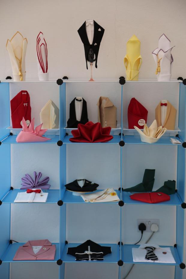 servietten falten anleitung für verschiedenste arten und kreative formen