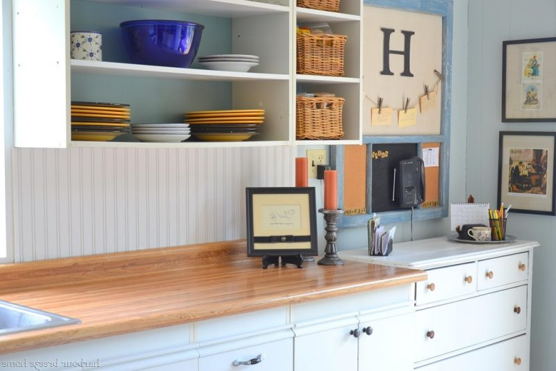 Der Spritzschutz für Küche kann auch mit Tapeten sein