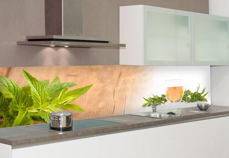Der Spritzschutz für Küche kann auch Holzoptik haben