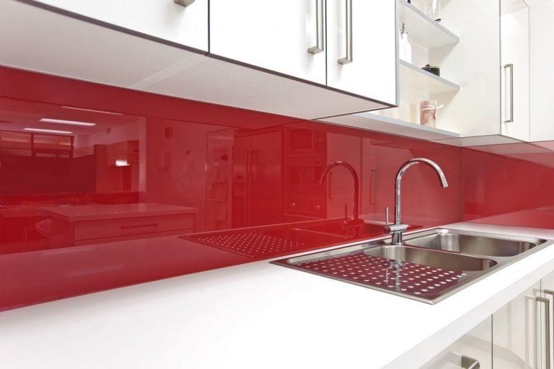 Spritzschutz für Küche mit rotem Acrylglas