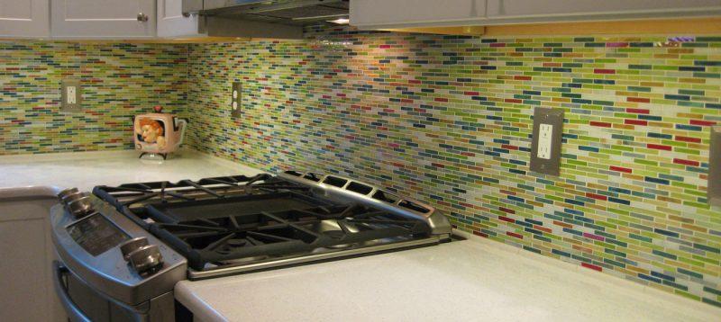 Spritzschutz für Küche aus mehrfarbigem Mosaik