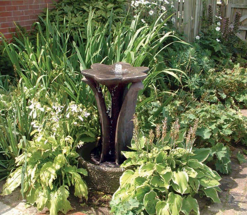 stein gartenbrunnen märchenhaft