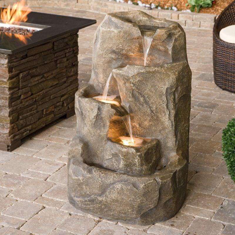 stein gartenbrunnen interessant