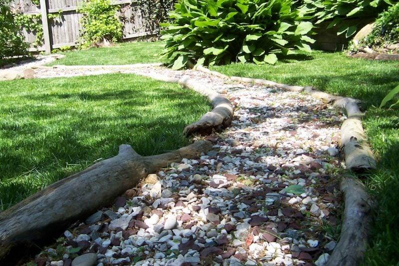 Steinbeet Vorgarten: Holz und Stein kombinieren, wenn Sie Steinbeet anlegen