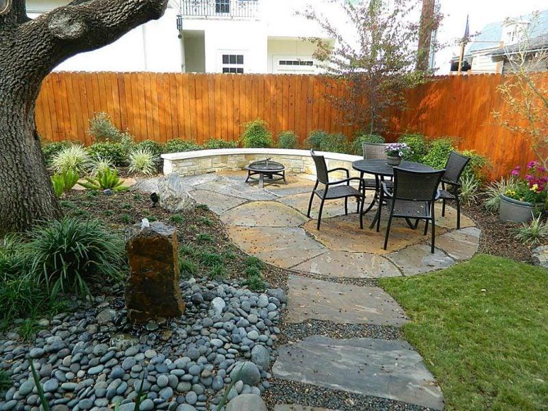 Steinbeet anlegen um ein Erholungsbereich im Garten zu schaffen