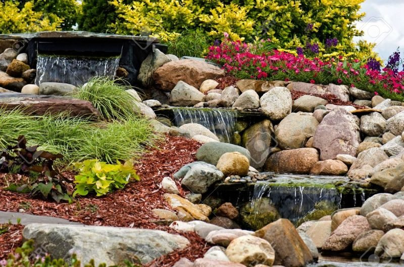 Steinbeet anlegen um einen Wasserfall zu machen