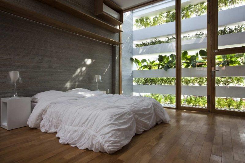 Vertikaler Garten im Schlafzimmer für frische Luft in der Nacht