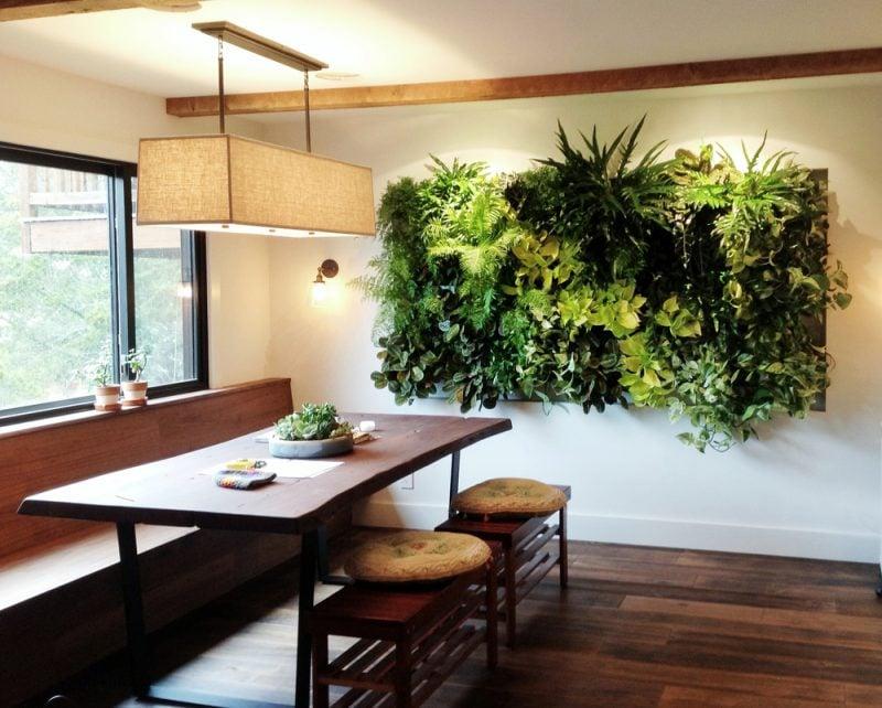 Vertikaler Garten in der Küche