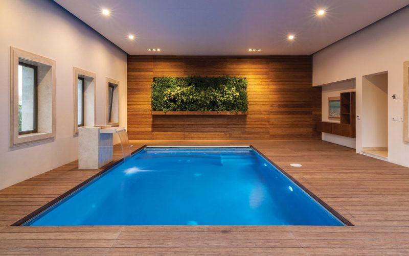 Vertikaler Garten im Schwimmbad